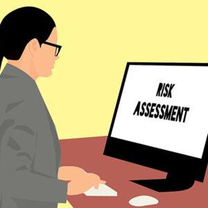 Personne qui évalue les risques et rédige un document
