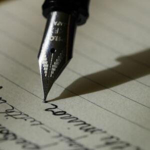 stylo plume qui écrit