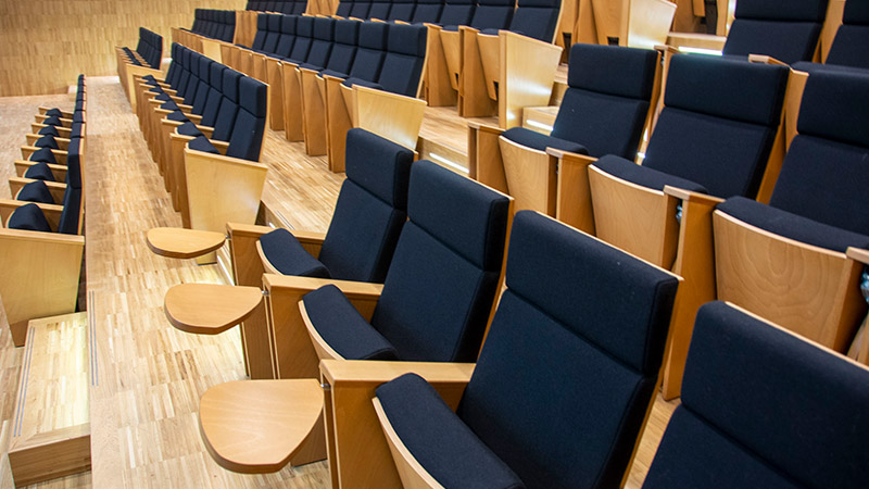 Sieges confortables à l'auditorium de la CMA Hauts-de-France Lille