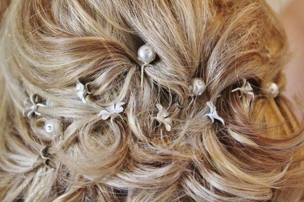 Chignon de dos avec bijoux de cheveux