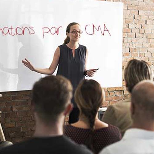 professeur en formation continue présente les formations de la CMA
