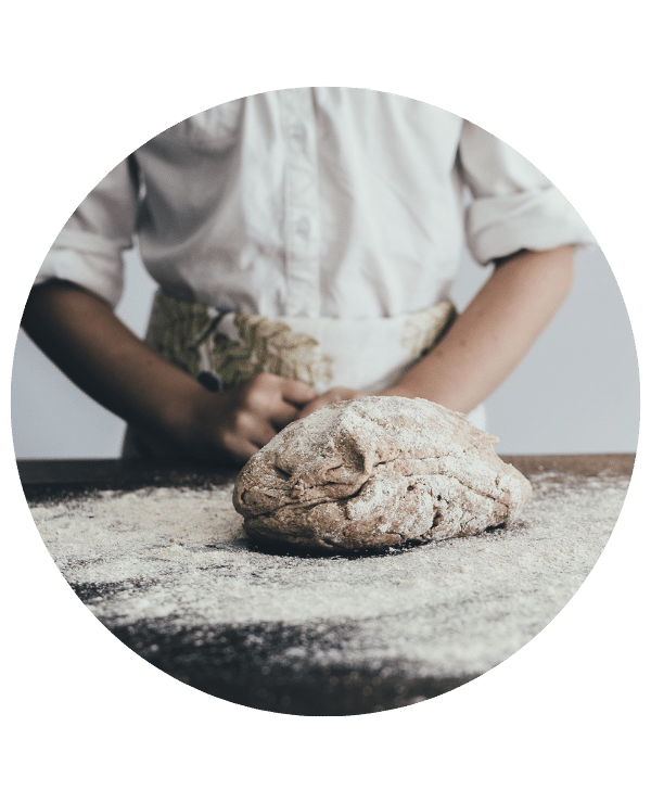 pain sur table de boulanger