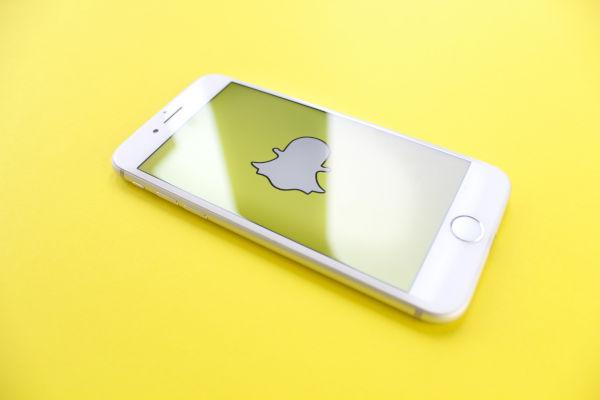 logo de snapchat sur un écran de téléphone