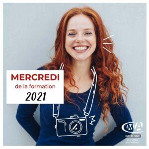 Jeune fille souriante avec illustration appareil photo