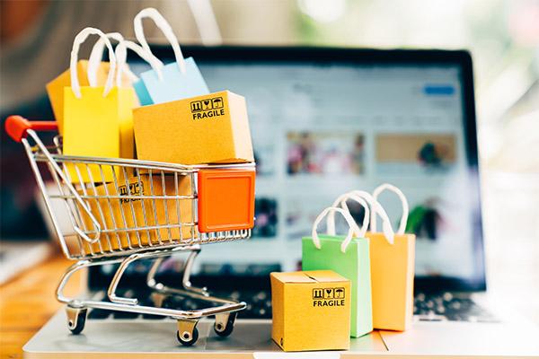 illustration de caddie avec sacs de shopping