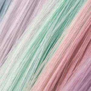nuances de pastels sur des mèches de cheveux blonds